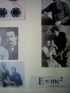Fotos de Einstein y de su famosa fórmula