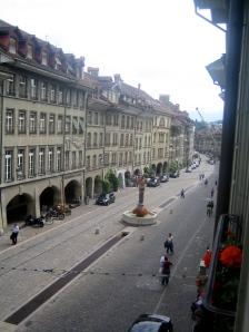 Vista hacia la parte baja de la calle desde el salón de la casa de Albert Einstein